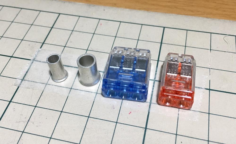 両面テープで部品を貼り付けた写真