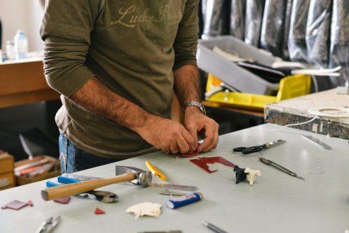DIYで自宅の電気工事する場合でも資格を取っておこなう。