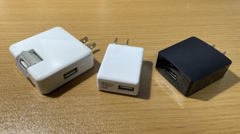 各種USBアダプターが並ぶ写真